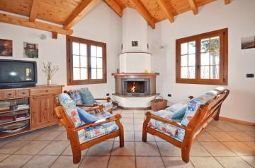 Wohnraum mit Kamin Casa Saliana